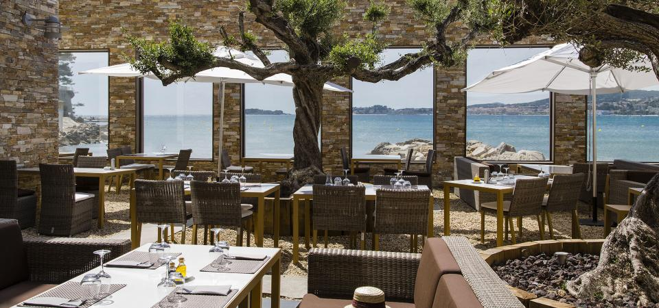 restaurant en bord de mer sanary sur mer. Black Bedroom Furniture Sets. Home Design Ideas